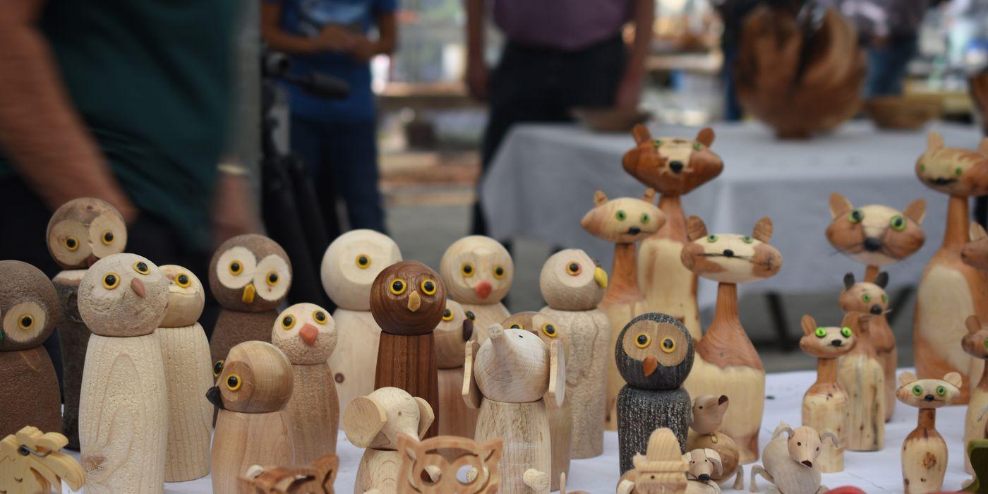 Schöne Figuren aus Holz